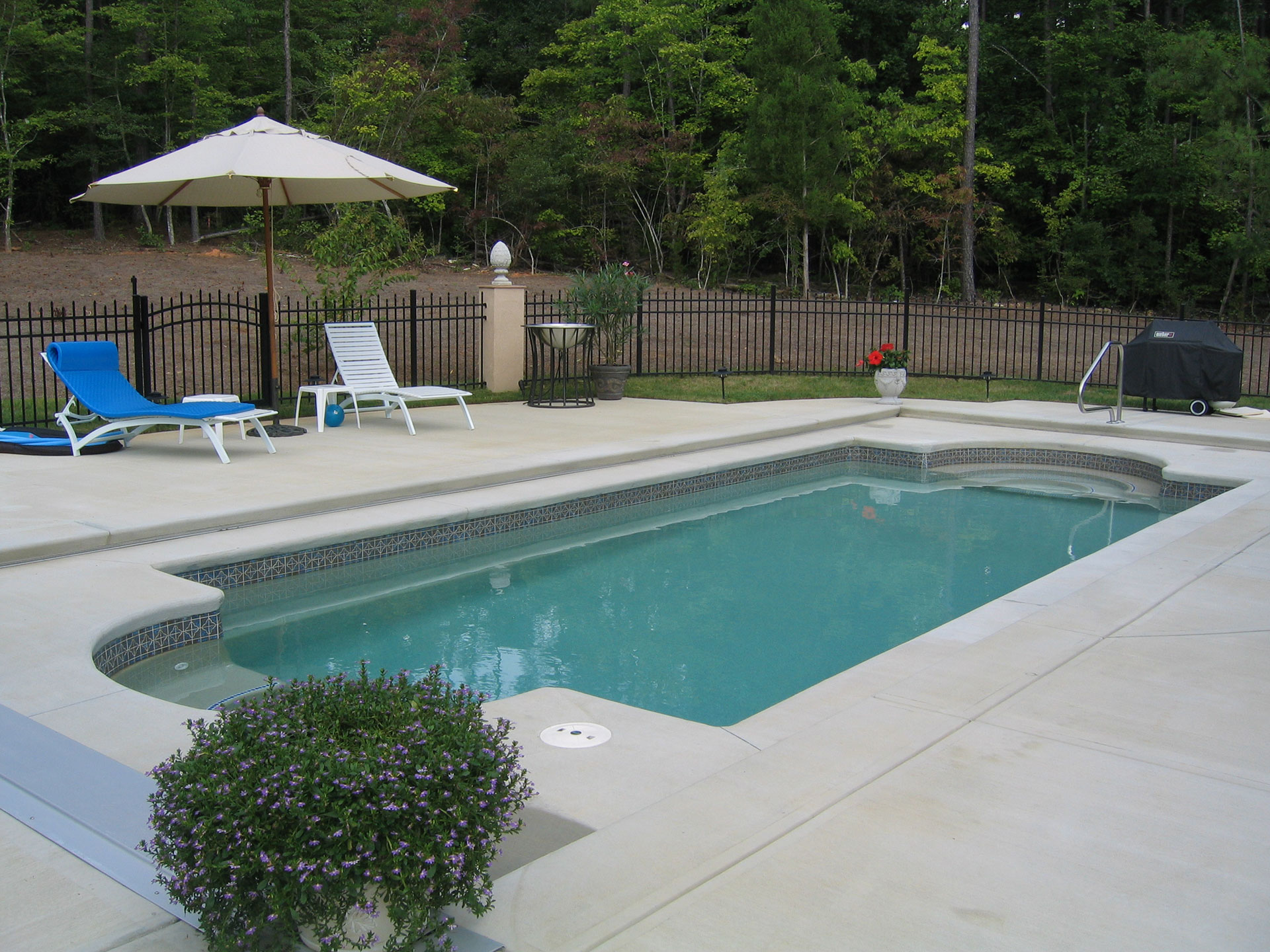 Raleigh fiberglass pools in ground above designs for Above ground fiberglass pools