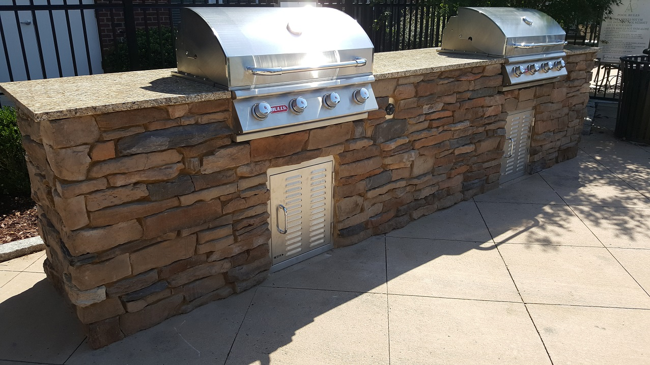 Outdoor Kitchen Apartment Complex1